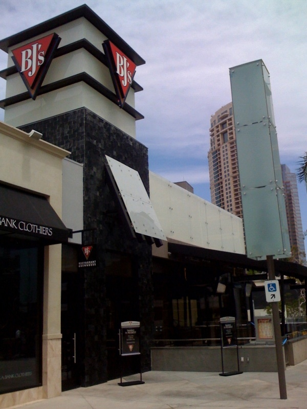 Bj S Restaurant And Brewhouse Opens Today In Century City