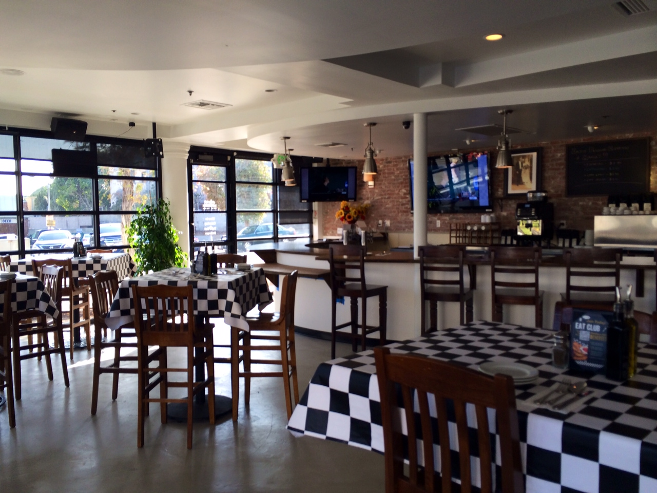 Maria s italian kitchen quietly slips into the south space for M kitchen santa monica